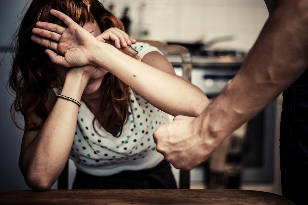 Привлечь к ответственности за побои и алименты станет труднее
